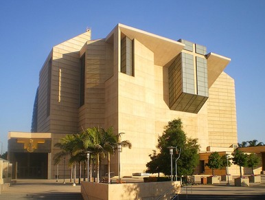 797px-Cathedral of Our Lady of Angels (from plaza), Los Angeles
